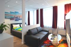 Frankfurt-–-Triftstrasse-Deluxe-Schlaf-Wohnbereich